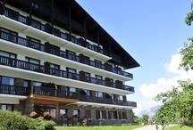 Combloux - La Grande Cordée / Ce chalet de 4 étages situé à Combloux vous propose ses appartements de 2 à 7 personnes face au Mont Blanc et aux Aravis . Chaque appartement bénéficie d'un balcon et vous pourrez profiter de la piscine intérieure chauffée pour vos vacances