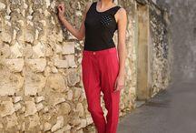 Pantalon 7/8 - Jacinthe / Ce pantalon 7/8, référence d'une garde-robe moderne, profite d'une taille mi haute, d'une coupe cigarette pour une silhouette flatteuse et élégante. Sa matière confortable et parfaite donne un effet de seconde peau.