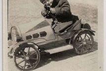 peddle cars / kinderen en historische trapauto's