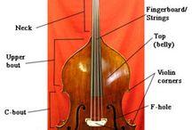 Vykoupíme kontrabas / Kontrabas je strunný smyčcový nástroj se strunami laděnými v čistých kvartách:  E1, A1, D, G (na rozdíl od většiny moderních smyčcových nástrojů, které jsou laděny v kvintách)