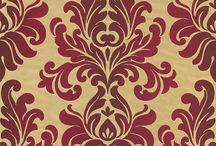 En Suite / Opulente Muster und Aufsehen erregende Farben breiten sich jetzt hochherrschaftlich auf textilanmutenden Fonds aus und verleihen Räumen ein Gefühl von Üppigkeit und Eleganz. Der perfekte Wandgestalter für anspruchsvolle Köpfe, die repräsentative Wohnräume lieben und sich gern mit mustergültiger Pracht und Schönheit umgeben.