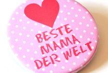Geschenke für Mamas / Hier gibt eine Auswahl an Geschenkideen für die liebsten Mamis.