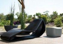 Chaises longues design / Profitez pleinement de vos moments de détente dans le jardin, sur la terrasse ou au bord de la piscine grâce aux différents modèles de chaises que nous mettons en ligne.