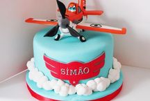 Dusty planes cake