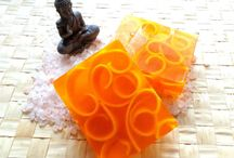 Decoration / Hello, year already engaged in the manufacture of soaps. I liked mostly floral species. It also deals with the photos and collecting herbs that added to their products. Everything is made from quality ingredients. Soaps are wrapped in cellophane bags and tied with a decorative ribbon. If you are interested I can do i set. I hope you will like my products. With love Marjuseka