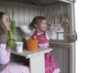 Puutarha / Ideoita puutarhaan. Puutarhassa voi myös levätä. Leikkimökki on mahdollista hankkia myös pieneen tilaan. www.studiotintin.fi