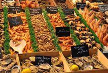 Art de vivre - Trouville / La Halle aux #poissons de #trouville, un lieu historique à découvrir. On y trouve #poissons frais, #crustacés et #soupes de poissons  tout pour préparer de bons #plats du #terroir