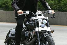 Famoso en moto
