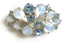 picture of rhinestone jewelry