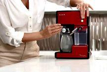 ESPRESOARE - Cele mai bune espressoare / Cele mai bune espressoare Cele mai bune cafetiere Cele mai bune aparate de facut cafea Cea mai buna cafea facuta in casa, se face cu aparatul potrivit.