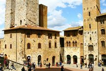 San Gimignano / San Giminiano, as known as a medieval town in Siena, is also rich of contemporary art. San Gimignano's civic art gallery recently acquired a bequest of 20th century Italian works of art from the late Florentine collector Gianfrancesco Pacchiani. This bequest – the result of the collector's friendship with Superintendent Borghini, born in San Gimignano – has enriched the gallery with famous names.   Find out the unusual face of Tuscany with Toscana 900 and its art trails.
