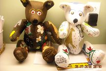What I make / Patchwork and squeaking hand puppets as well as embroidered teddy bears.