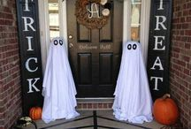DIY Halloween Decorations / Do it yourself Halloween decorations! Check out these fun ideas, many of which you can do with dollar store purchases!
