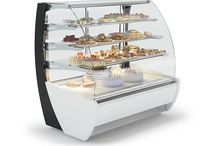 IGLOO POLAND Pastry Display Counters / Pastry display cases, with their modern design and reliability have gained the recognition of our clients. This is the reason why IGLOO is a leader in the production of cooling appliances for confectionery, which is proved by numerous prizes and distinctions.
