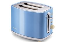 Elipta 2 Slice Toaster / A classic styled toaster complemented by chrome accents that will accentuate any kitchen. It comes in either a vibrant cornflower blue, a sage pastel green, or a superior barley brown finish.