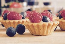 White chocolate & fresh fruit tartelette / Working on my next book ... Super exciting