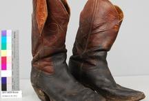 100e anniversaire du Calgary Stampede / Ce groupe d'artefacts provient d'une collection récemment acquise par le Musée de l'agriculture du Canada et est relié au travail de cow-boy et d'exploiteur de ranches dans l'Ouest canadien (sud de l'Alberta). Ils ont appartenus à des membres d'une même famille, la famille Banta, de génération en génération, depuis la fin du 19e siècle. Ils sont en montre dans une toute nouvelle exposition au musée pour commémorer le 100e anniversaire du Calgary Stampede. / by Canada Science & Technology Museums Collection