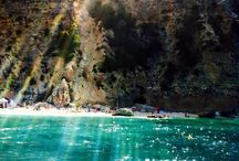 Sardegna / Sardegna: ecco dove nascono i nostri prodotti. Mare cristallino, sole, serate estive, ma soprattutto inconfondibili profumi e fragranze.  In questa terra di gente orgogliosa, dinamica e vivace, nascono i nostri Profumi, omaggio a questa meravigliosa Isola del Mediterraneo.