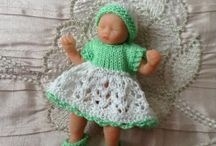 Knitted clothes for small dolls
