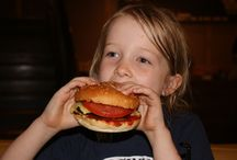 Kids Dining at intu Trafford Centre / Here at intu Trafford Centre we know all of our restaurants do tons of super yummy food for little ones. But don't just take our word for it! We asked the very people who know children's food the best – KIDS! Our team of mini restaurant reviewers have undertaken the massive job of trying hundreds of different burgers, pizzas, pastas, curries, salads and ice-creams to give you the lowdown on the best dining deals for children.