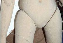 šité tělo panenky