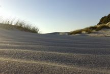Sands everywhere / Somewhere, near the sea