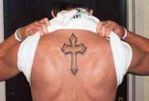 cruz tatuagem costas