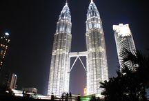 Malaysia / Fascynuje, zadziwia, intryguje i co roku przyciąga coraz większą liczbę turystów. Położona częściowo na Półwyspie Malajskim oraz na wyspie Borneo, jest krajem kontrastów, smaków prawdziwej Azji i cudów przyrody. Kosmopolityczne miasta, dziewicze lasy tropikalne, dzikie zwierzęta, i piękne krajobrazy to tylko niektóre atrakcje tego kraju, teraz na wyciągnięcie ręki. http://www.itaka.pl/nasze-kierunki/malezja.html
