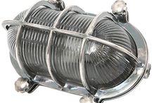 Stoere buitenlamp / Een stoere buitenlamp is niet te klassiek, te modern en zeker niet nietszeggend. Nee, een stoere buitenlamp valt op, is robuust en geeft direct sfeer. Naast je voordeur, aan je buitenmuur of schuur of onder je veranda.
