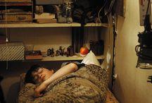 Cupboard under the stairs / Harry Potter -kirjoissa porraskomero on varattu oudolle sukulaispojalle. Mitenkähän muuten tuon hankalanmuotoisen, mutta usein tosi keskeisellä paikalla sijaitsevan säilytystilan voisi hyödyntää?