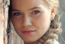 Faces: Women-Blondes