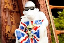 Union Jack Accessories / With upcoming events such as the Queen's Birthday and the 2018 World Cup, and not forgetting the recent Royal Wedding of course, its easy to see why us Brits might be feeling somewhat patriotic at present.   Being British through and through, we make it our business here at Smithers to bring you the very best Union Jack designs, inspired by our small but great country. Those iconic colours of red, white and blue are portrayed on many of our eclectic products, adding a vital drop of patriotism to their already stylish form.  Regardless of whether you're in need of an eye-catching tent to see you through the festival season, a Union Jack inspired backdrop for your living space or a statement ornament depicted in our nation's colours, we guarantee you will always find the Best of British here at Smithers of Stamford