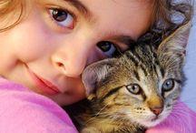 صور خلفيات بنات مع القطط