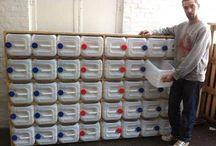 ⭐ Ideas Para Reciclar Botellas de Plástico ⭐ Plastic bottle recycling / Aprende a hacer la mejores manualidades DIY con estas ideas para reciclar botellas de plástico. Verás qué bien te sientes al reutilizar las botellas de plástico. ⭐ Are you a fan of sustainable design? We present you ideas of how to obtain decorative objects from recycled bottles. All is composed of plastic drinks bottle bases.