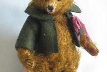 Mini Bears  and dolls / by Ada Hooijberg