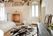 Rustic Bedrooms / Here is a collection of some of our favorite rustic bedrooms and the things you put in the room! Visit us for one of a kind rustic bedroom ideas http://rusticartistry.com