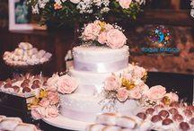 Casamento - Rústico com Rosas Campestres / Sendo um Casamento, absolutamente, incrível, nada melhor do que algo Rústico com rosas do campo para a festa do grande dia! Este casamento é uma celebração tão doce do amor com uma decoração encantadora, uma mesa de sobremesa linda e incrível bolo de casamento com flores fondant - todos feita por uma família amorosa. O que, para mim, soa como o dia perfeito!