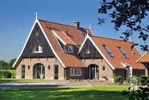 Bouwgroep Huiskes, Saksische boerderij / Een huis gebouwd in de stijl van een Saksische boerderij.  Een eeuwenoude bouwstijl van boerderijen in Twente. Een ruim huis. met een woonkeuken als centrale leefruimte en grote kamers.