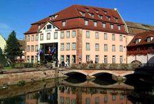 Hôtel Régent Petite France Hôtel & Spa, Strasbourg / Élégant et design… Cet hôtel 4 étoiles, situé au cœur du quartier historique de « La Petite France » de Strasbourg, bénéficie d'un cadre exceptionnel, classé au patrimoine mondial de l'UNESCO. La bâtisse trois fois centenaire, siège des anciennes glacières situées sur les bras de la rivière « Ill », offre aujourd'hui une décoration résolument design.