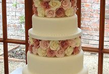Pink and Pretty Wedding cakes. / Delicate and feminine wedding cakes with accents of pink.