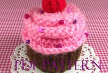 Knitting & Crochet Food Dessert Amigurumis / Knitting cupcakes patters, knitting, crochet, knitting patterns, knit cupcakes pattersn, crochet cupcakes pattern, liliacraftparty, crafts, tutorials, knitting tutorials, knitting projects, yarns, cupcakes tutorials, pincushions cupcakes, amigurumi patterns. If you want to participate on this board please contact me at my shop www.liliacraftparty.etsy.com