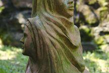 Jardim e suas faces / Escultura própria para o jardim. Material utilizado: argila. / by marta mincato