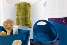 Ontdek de prachtige wasmanden van Koziol / Koziol is een Duits merk met een groot scala aan huishoudelijke artikelen. De wasmanden van Koziol zijn vrolijk en kleurrijk en verkrijgbaar in vele handige formaten en de mooiste kleuren. Onze favoriet is de Bottichelli. Deze flexibele wasmand van kunststof is zeer multifunctioneel.