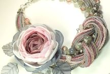 coliere cu flori textile