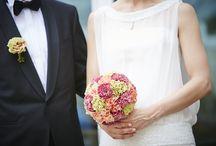 Hochzeitsdekoration und Brautsträuße / Welcher Brautstrauß-Typ bist Du? Klassisch elegant, rundgebunden, blumig, wiesig, abfließend oder extravagant? Egal, welcher Typ - Blumen von Steiner sorgt dafür, dass sich der Blumenschmuck in das Gesamtkonzept Deiner Hochzeit wie ein guter Gast einfügt: authentisch, unaufgeregt und aufmerksam.