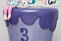Cakes/Cupcakes  that are neat (DECORATED)