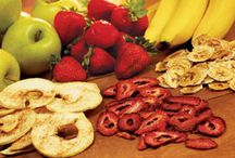 Dehydrating Foods / Tips for dehydrating vegetables, fruits and meats for long-term storage and healthy snacking.