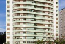 Fachadas de Prédios / Aqui você vai encontrar os melhores projetos de fachada de prédio. Veja também fachadas de prédios pequenos e saiba o que é fachada de prédio. Boa decor! #fachadadepredio #fachadasdeprediospequenos