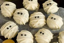 Halloween Treats & Eats / by Eva Clancy