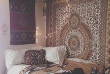 Camera da letto con arazzo